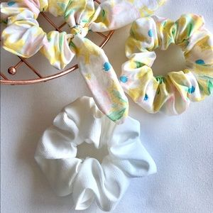 Accessories - Floral scrunchie